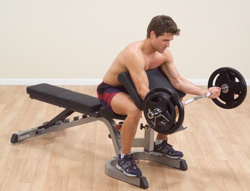 Izolovaný biceps na Scotově lavici