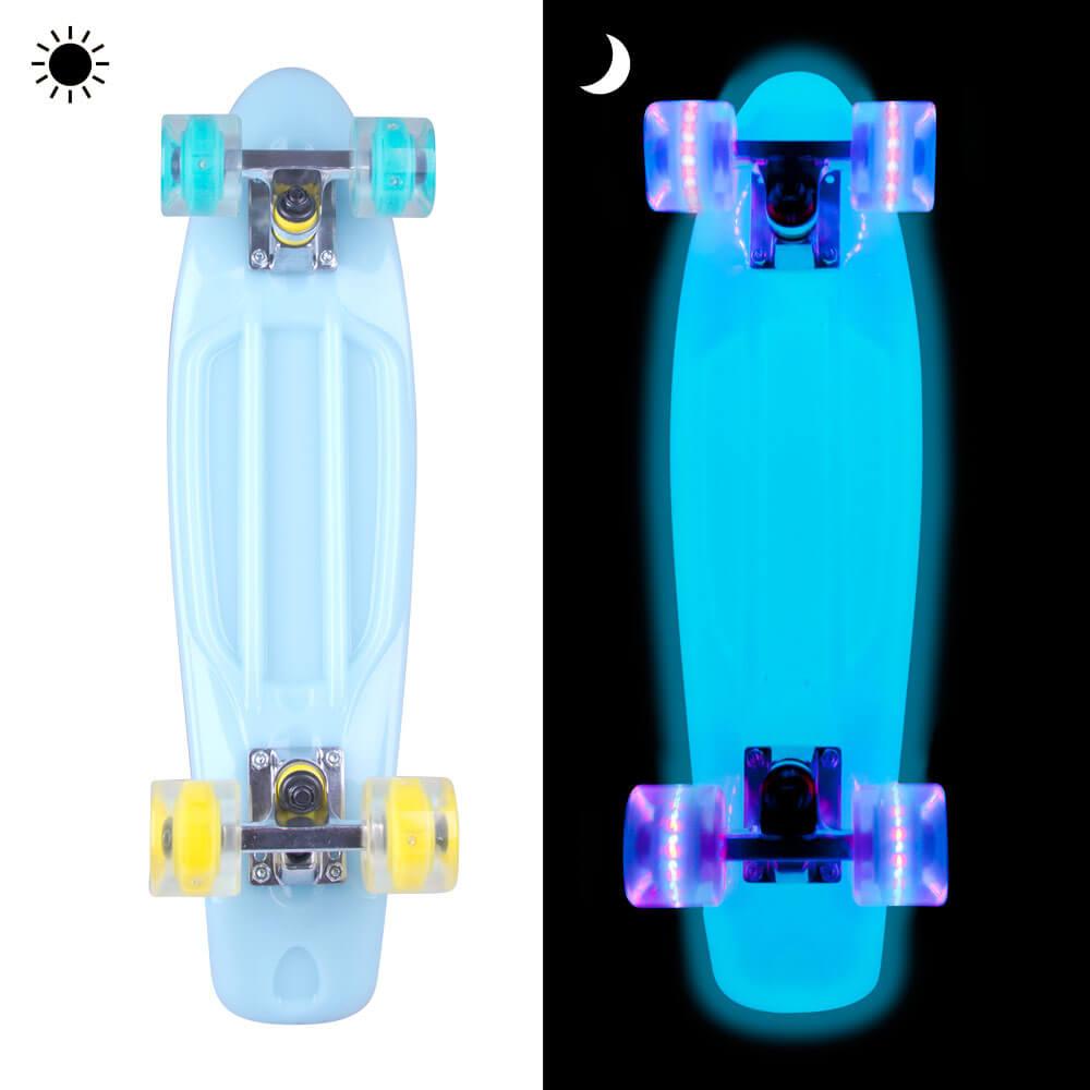 """Svítící penny board WORKER Lumy 22"""" modrá s barevnými kolečky"""