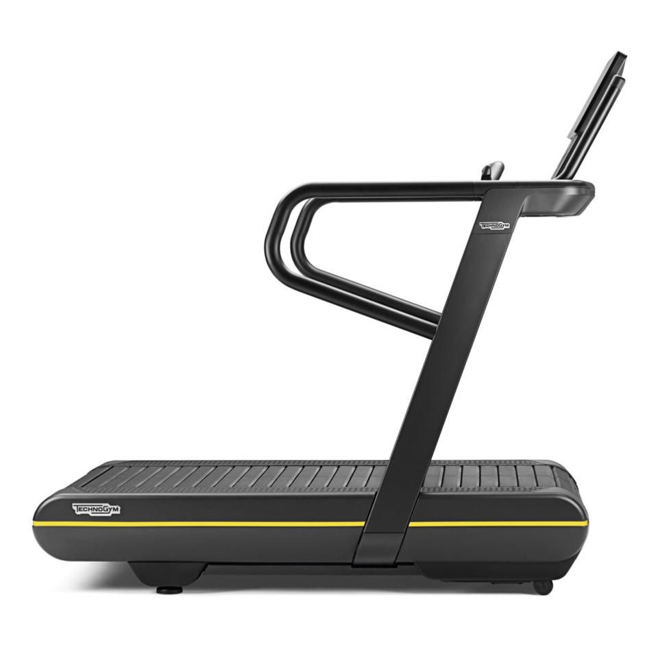 Běžecký pás TechnoGym SkillRun - Servis u zákazníka